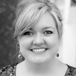 Colleen-Hoover-Image-250